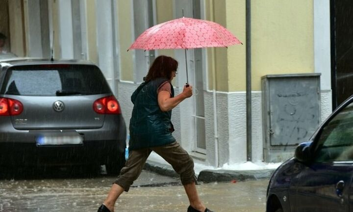 Νεφώσεις με βροχές ή καταιγίδες σε αρκετές περιοχές