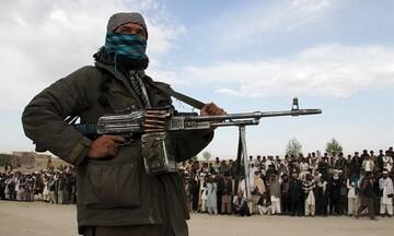 Αφγανιστάν: Ταλιμπάν επιτέθηκαν σε δημοσιογράφο γιατί πήρε συνέντευξη... από γυναίκα! (vid)