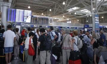 ΥΠΑ: «Απογείωση» στις αφίξεις ξένων τουριστών κατά 86,2% τον Αύγουστο