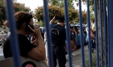 Καμίνια: Στο τμήμα καθηγητές μετά από μήνυση γονέα-αρνητή του κορωνοϊού - Αντίδραση της ΕΛΜΕ Πειραιά