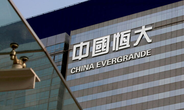 Η μετοχή της Evergrande κατακρημνίστηκε εξαιτίας του κινδύνου χρεοκοπίας της