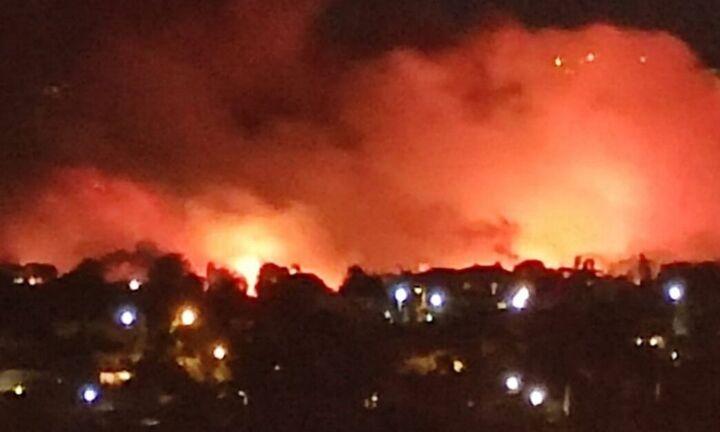 Σε ύφεση η πυρκαγιά στη Νέα Μάκρη - Ποιοι δρόμοι είναι κλειστοί