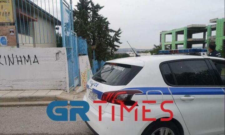 Αρνητής πατέρας μπούκαρε σε σχολείο στη Θεσσαλονίκη