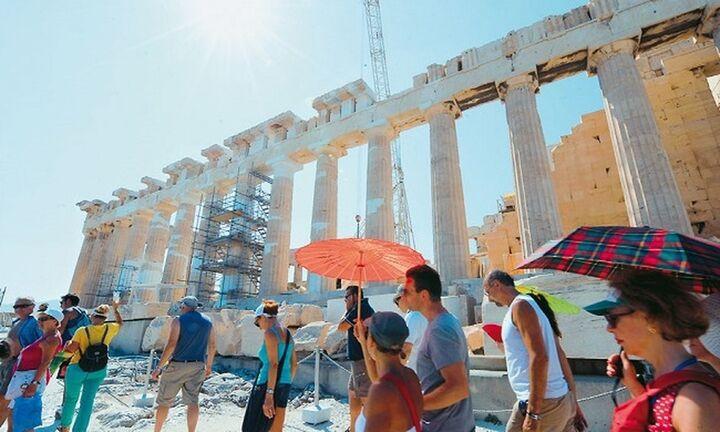 ΤτΕ: Αύξηση 240% σε τουρίστες και ταξιδιωτικές εισπράξεις τον Ιούλιο του 2021