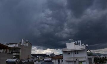 Καιρός: Πτώση θερμοκρασίας την Τετάρτη με νεφώσεις και βροχές στο μεγαλύτερο μέρος της χώρας