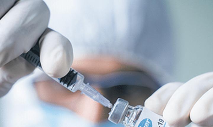 ΕΜΑ: Aρχές Οκτωβρίου η απόφαση για την τρίτη δόση εμβολίου