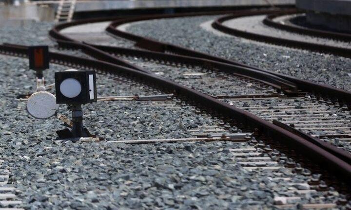 Θεσσαλονίκη: Σύγκρουση τρένου με φορτηγό – Ένας τραυματίας