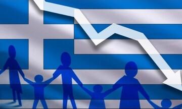 Νέα σοκαριστικά στοιχεία της ΕΛΣΤΑΤ για το δημογραφικό: «Μικραίνει» και άλλο η Ελλάδα