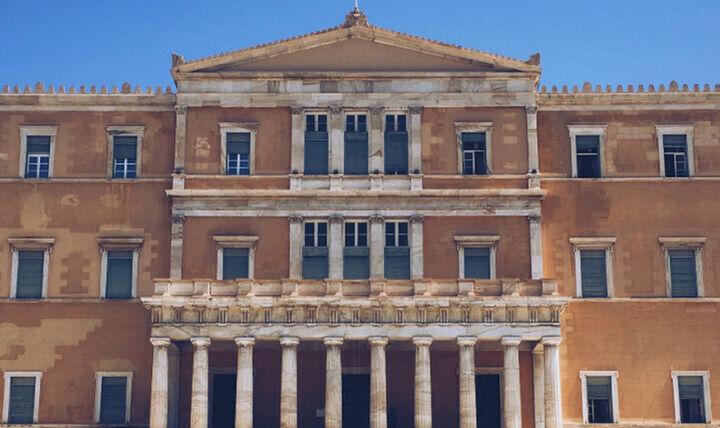 Στη Βουλή η ελληνογαλλική συμφωνία