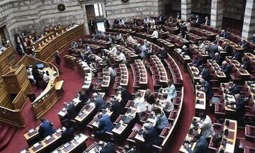 Βουλή: Υπερψηφίστηκε επί της αρχής το ν/σ για την ταχεία πολιτική δίκη
