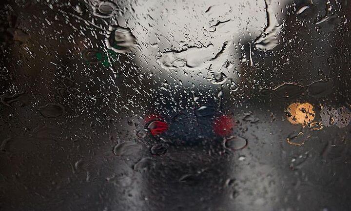 Απαραίτητες ενέργειες του οδηγού σε βροχερές ημέρες για να αυξήσει την οδηγική ασφάλειά του