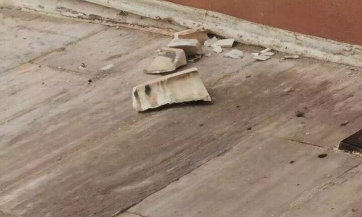Η κακοκαιρία «Μπάλλος» χτύπησε και το κτίριο της Βουλής