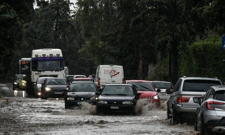 Αττική: Σε ποια σημεία έχει διακοπεί η κυκλοφορία των οχημάτων