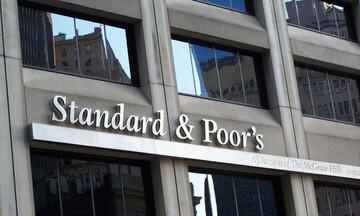 Στάση αναμονής από την S&P για την Ελλάδα - Το βλέμμα στην Moody's